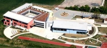Luftbild des Schulgebäutes